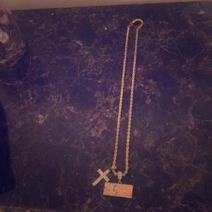 I'm selling a  15 karrot diamond necklaces